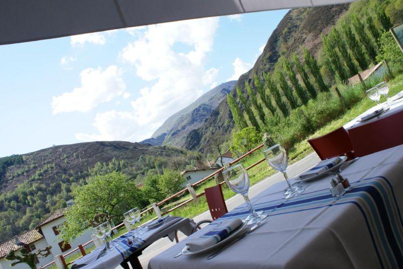 Restaurant itxassou h tel du ch ne vins luberon marrenon for Restaurant itxassou